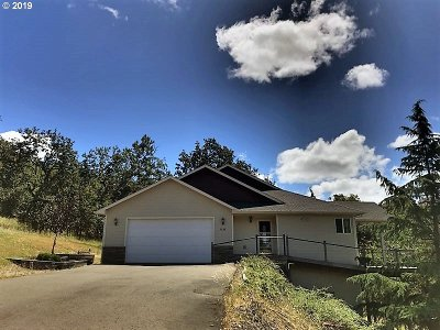 Roseburg Single Family Home For Sale: 1902 NE Beulah Dr