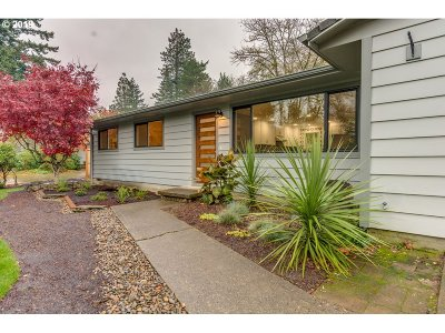 Lake Oswego Single Family Home Bumpable Buyer: 2050 Wembley Park Rd