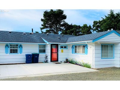Lincoln City Single Family Home For Sale: 1322 NW 18th St