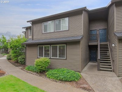 Beaverton Condo/Townhouse For Sale: 9410 SW 146th Ter #2