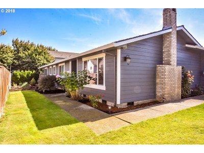 Hillsboro Single Family Home For Sale: 7053 SE Madison St