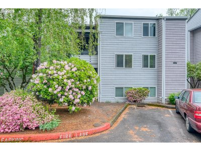 Lake Oswego Condo/Townhouse For Sale: 47 Eagle Crest Dr #18