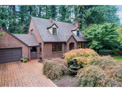 Milwaukie Single Family Home For Sale: 4715 SE River Dr