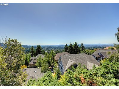 Portland Single Family Home For Sale: 4025 NW Lewis Ln