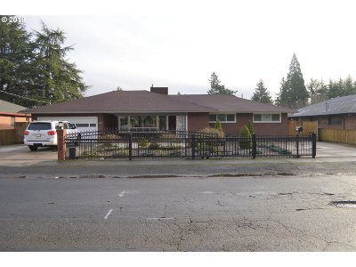 Portland Single Family Home For Sale: 1320 NE 114th Ave