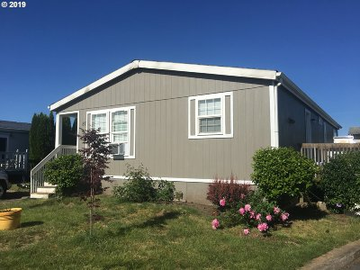 McMinnville Single Family Home For Sale: 2400 SE Stratus Ave #87