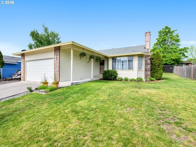Troutdale Single Family Home For Sale: 1725 SE Sandy Ct