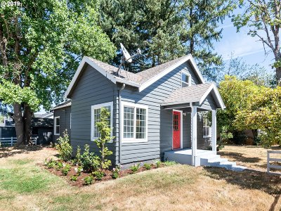 Portland Single Family Home For Sale: 8801 SE Clatsop St