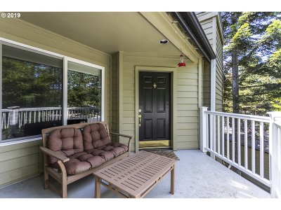Lake Oswego Condo/Townhouse For Sale: 5060 Foothills Dr #E