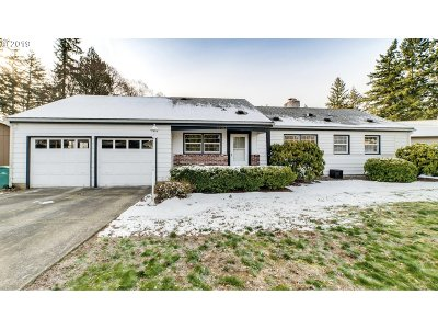 Single Family Home For Sale: 14102 SE Madison St