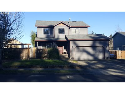 Troutdale Single Family Home For Sale: 425 SE 11th Cir