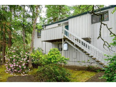 Eugene Single Family Home For Sale: 2229 Hawkins Ln