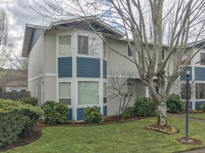 Roseburg Condo/Townhouse For Sale: 172 NE Rifle Range St, #10