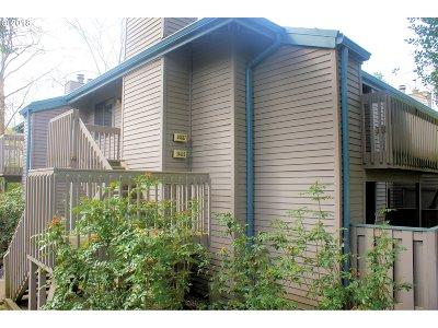 Beaverton Condo/Townhouse For Sale: 14617 SW Grayling Ln