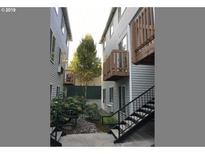 Multnomah County Condo/Townhouse For Sale: 217 NE 146th Ave