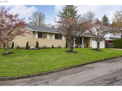 Milwaukie Single Family Home For Sale: 5749 SE Crystal Ln