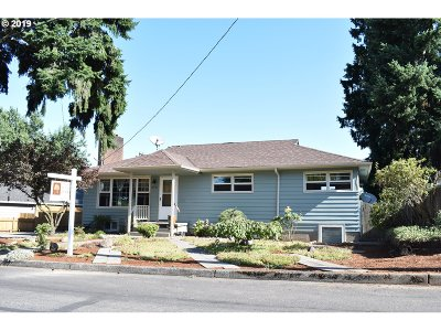 Portland Single Family Home For Sale: 8331 NE Brazee St