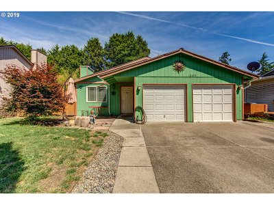 Milwaukie Single Family Home For Sale: 12102 SE 56th Ave