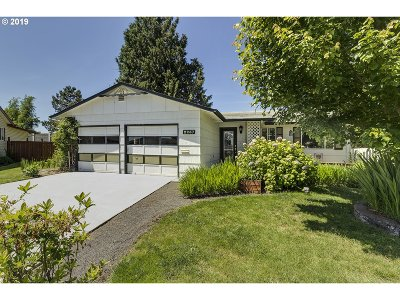 Woodburn Single Family Home For Sale: 2257 Country Club Ter