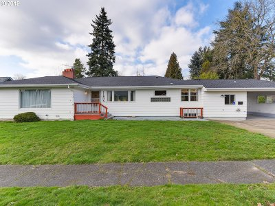Milwaukie Single Family Home For Sale: 11805 SE 28th Ave