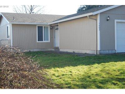 Gresham Single Family Home For Sale: 1602 NE Centurion Pl