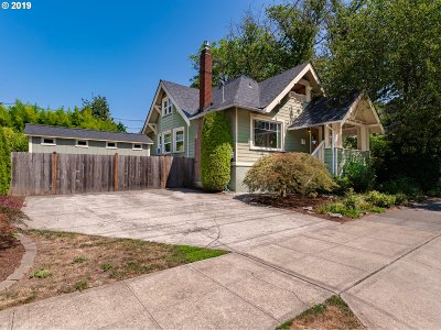 Portland Single Family Home For Sale: 3137 SE Yamhill St