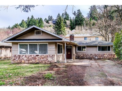 Portland Single Family Home For Sale: 2626 NE Fremont Dr