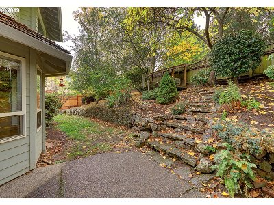 Portland Single Family Home For Sale: 10022 NW Engleman St