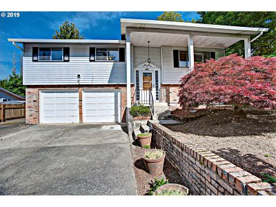 Portland Single Family Home For Sale: 8002 SE 104th Ave
