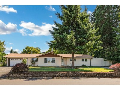 Milwaukie Single Family Home For Sale: 7906 SE Jennings Ave