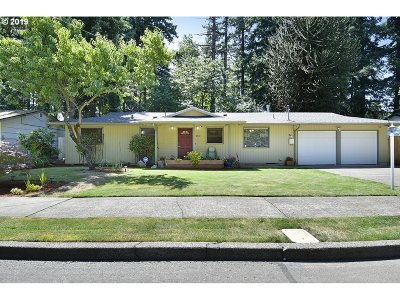 Portland Single Family Home For Sale: 18530 SE Yamhill Cir