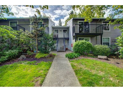 Condo/Townhouse For Sale: 5482 SW Alger Ave #F20