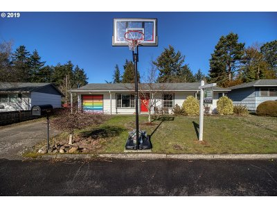 Portland Single Family Home For Sale: 13615 SE Sherman Dr
