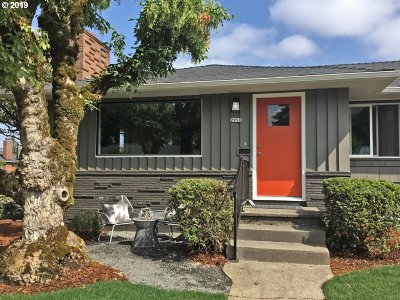 Portland Single Family Home For Sale: 2950 SE 64th Ave