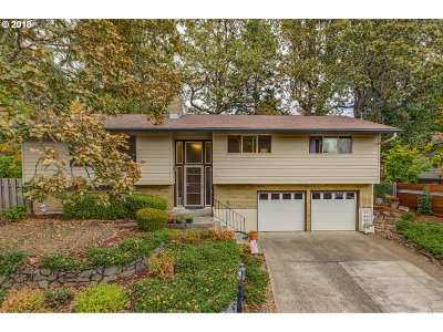 Milwaukie Single Family Home For Sale: 14624 SE Wanda Dr
