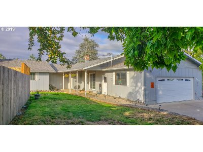 Riddle Single Family Home For Sale: 160 Oak St