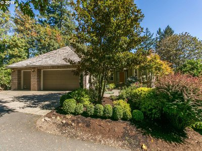 Lake Oswego Single Family Home For Sale: 19305 Hilltop Rd