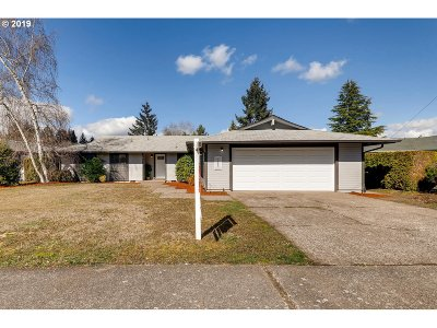 Salem Single Family Home For Sale: 1065 NW Hope Ave