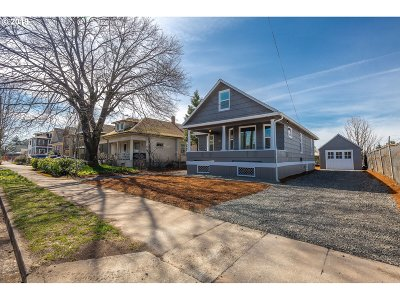 Portland Single Family Home For Sale: 5027 SE 70th Ave