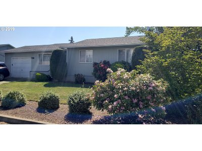 Roseburg Single Family Home For Sale: 306 Columbia Loop Rd