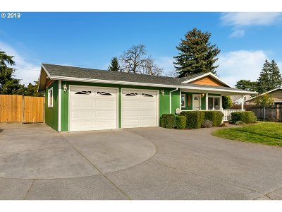 Single Family Home For Sale: 15111 SE Caruthers St