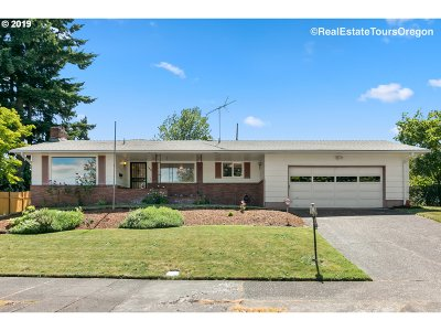 Portland Single Family Home For Sale: 1810 SE 104th Ave