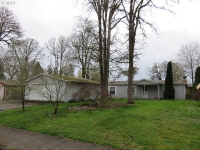 Woodburn Single Family Home For Sale: 3050 Camas St