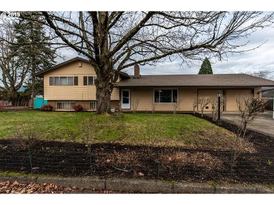 Milwaukie Single Family Home For Sale: 15052 SE Orchid Ave