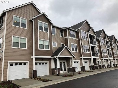 Clackamas County, Columbia County, Multnomah County, Washington County, Yamhill County Condo/Townhouse For Sale: 16401 SW Chadwick Way #104