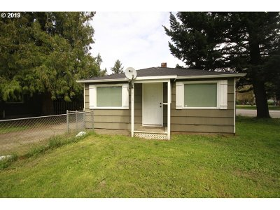 Portland Single Family Home For Sale: 18131 SE Yamhill St