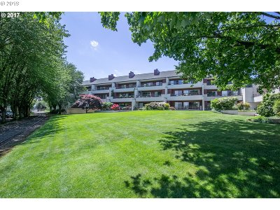 Portland Condo/Townhouse For Sale: 5250 SW Landing Dr #303-B