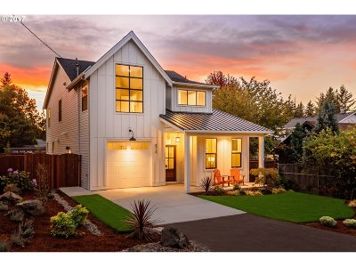 Portland Single Family Home For Sale: 8338 SW 6th Ave