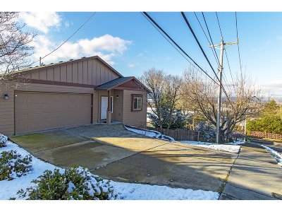 Multnomah County Single Family Home For Sale: 429 SE Harlow Ave