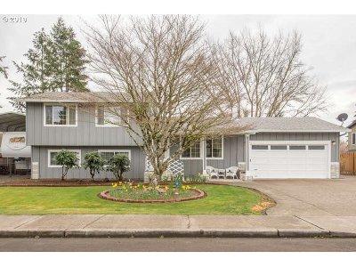 Hillsboro Single Family Home For Sale: 1052 NE Thomas St